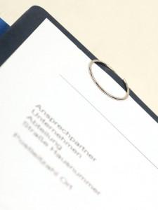 Runde Büroklammer auf Bewerbungsmappe